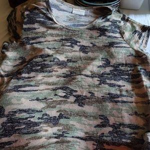 Women's Short sleeve camo shirt